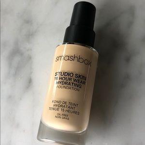 smashbox studio skin 15 hour foundation 1.1
